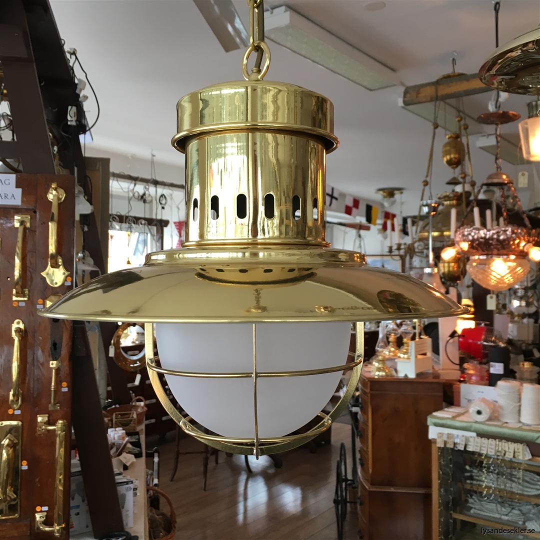 fishermans lamp fiskarelampan stor gallerarmatur lackad mässing vit skärm frostat glas (1)