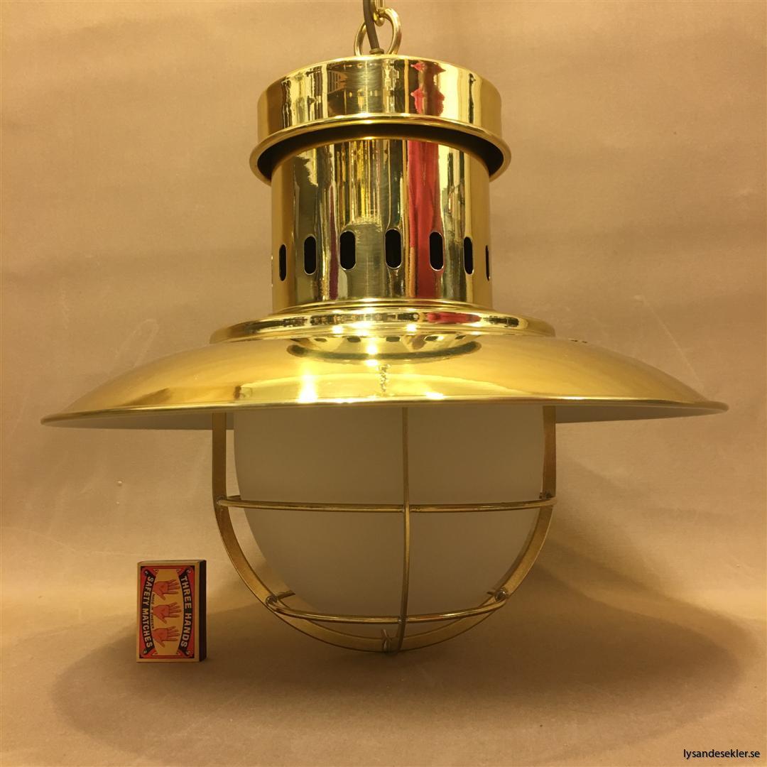 fishermans lamp fiskarelampan stor gallerarmatur lackad mässing vit skärm frostat glas (2)