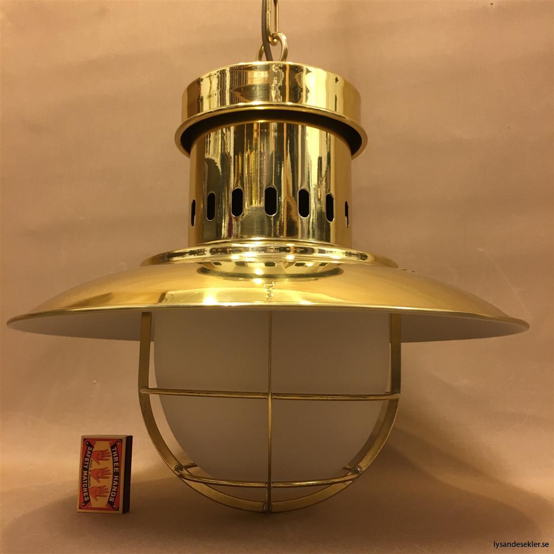 fishermans lamp fiskarelampan stor gallerarmatur lackad mässing vit skärm frostat glas (3)
