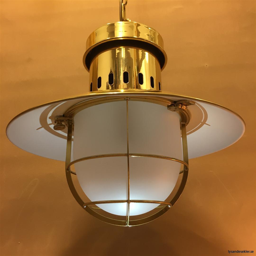 fishermans lamp fiskarelampan stor gallerarmatur lackad mässing vit skärm frostat glas (4)