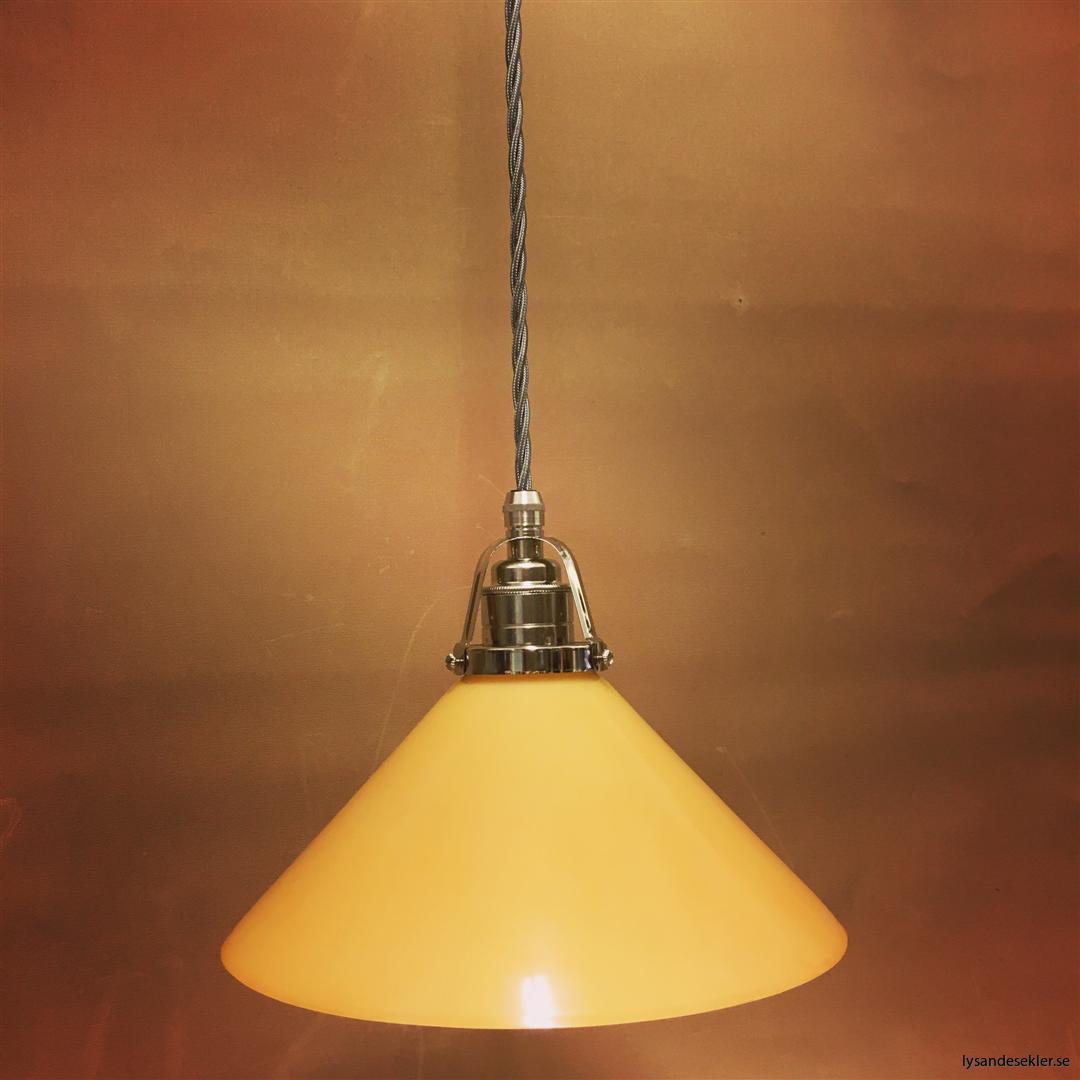 fönsterlampa i tygsladd nicklat fäste (141)