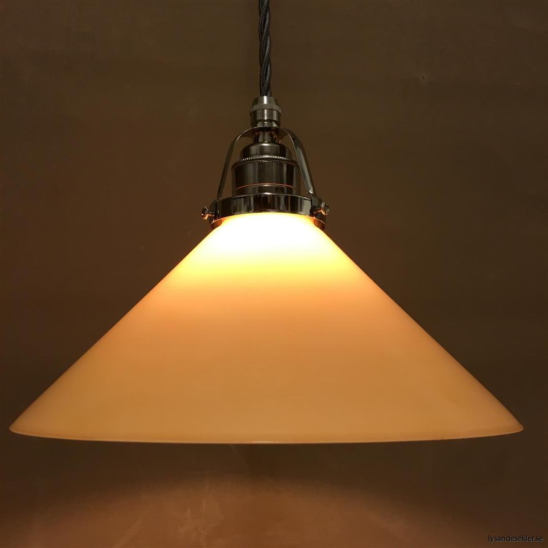 fönsterlampa i tygsladd nicklat fäste (150)
