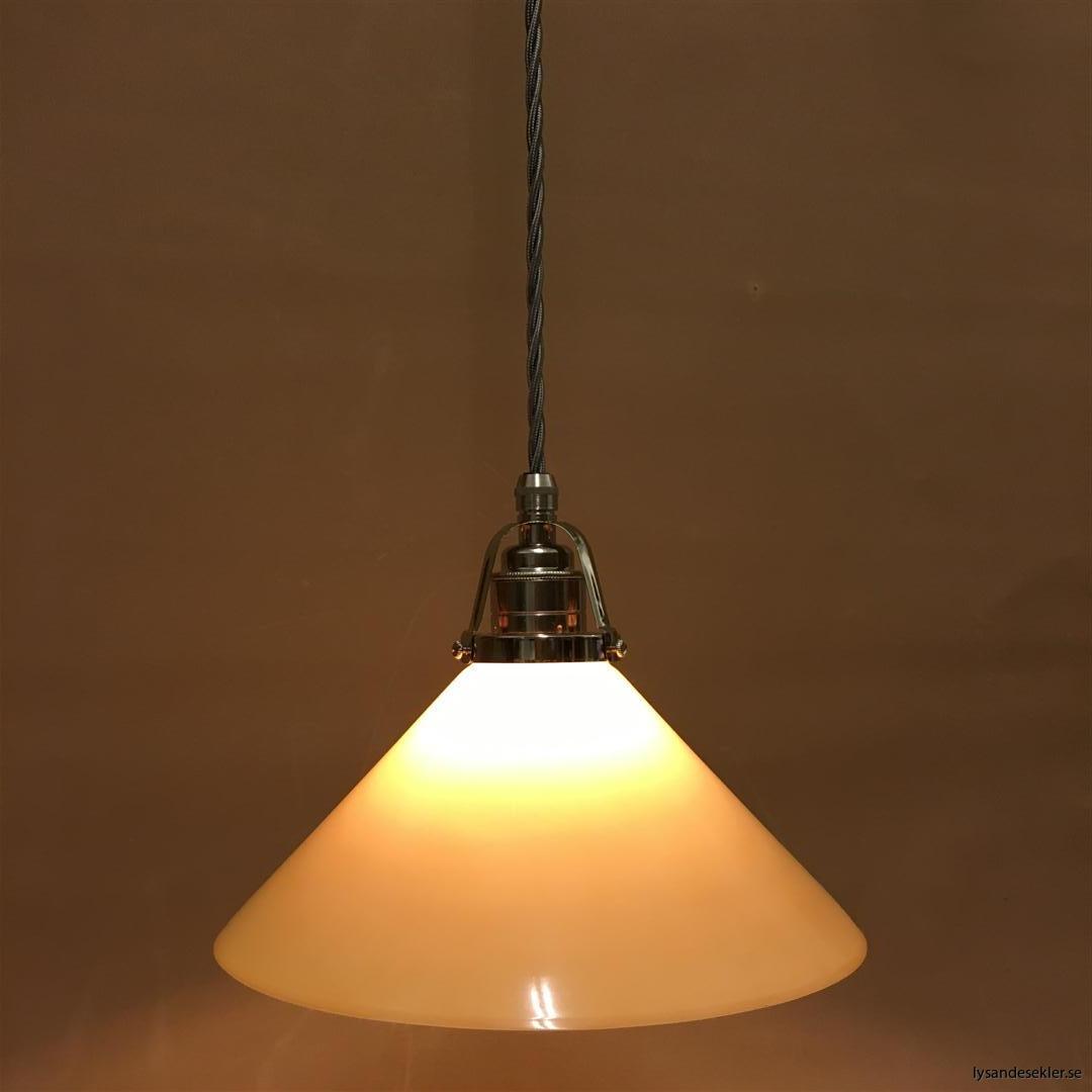 fönsterlampa i tygsladd nicklat fäste (151)