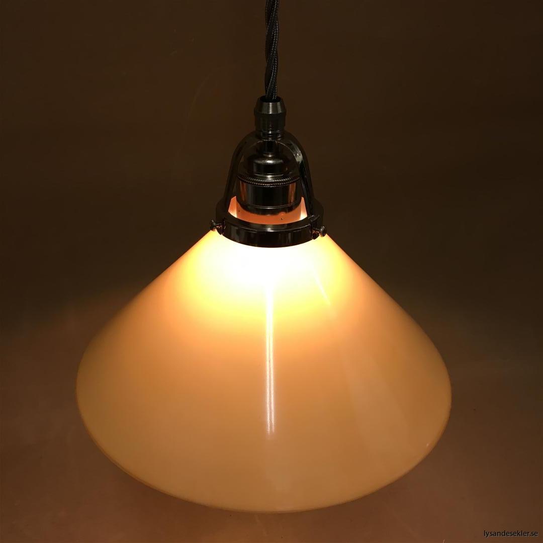 fönsterlampa i tygsladd nicklat fäste (152)