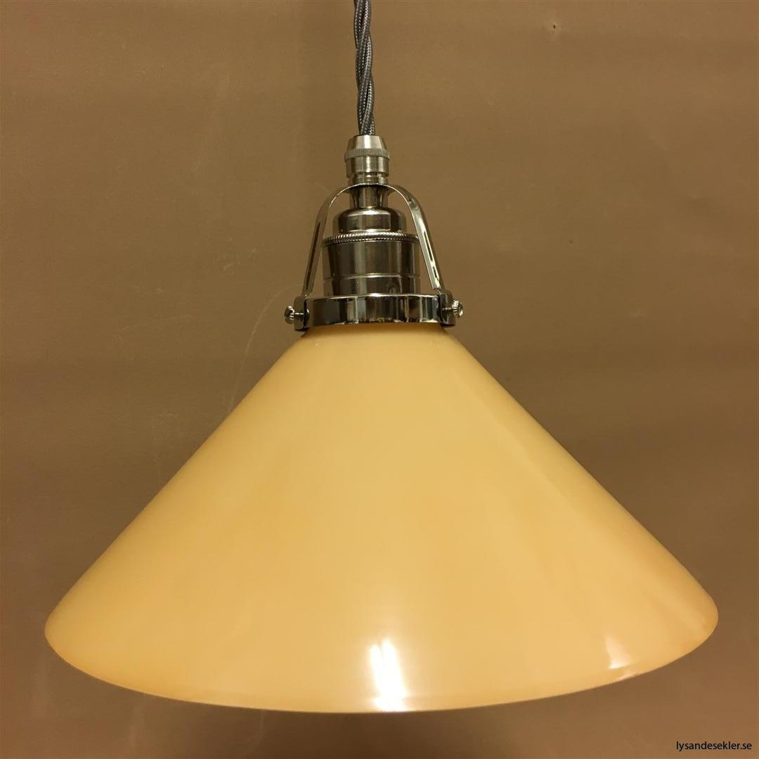 fönsterlampa i tygsladd nicklat fäste (142)