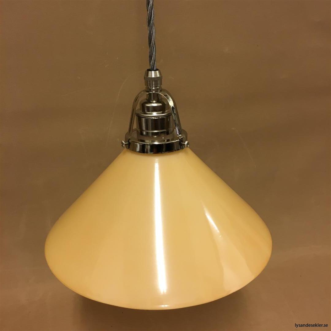 fönsterlampa i tygsladd nicklat fäste (143)