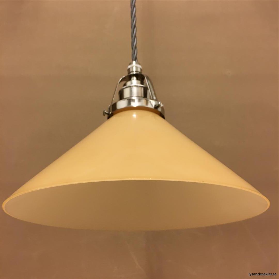 fönsterlampa i tygsladd nicklat fäste (145)