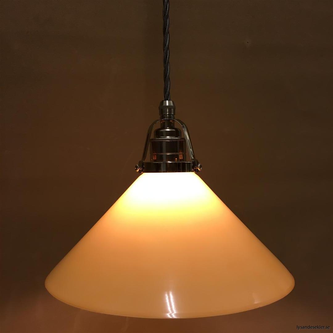 fönsterlampa i tygsladd nicklat fäste (147)