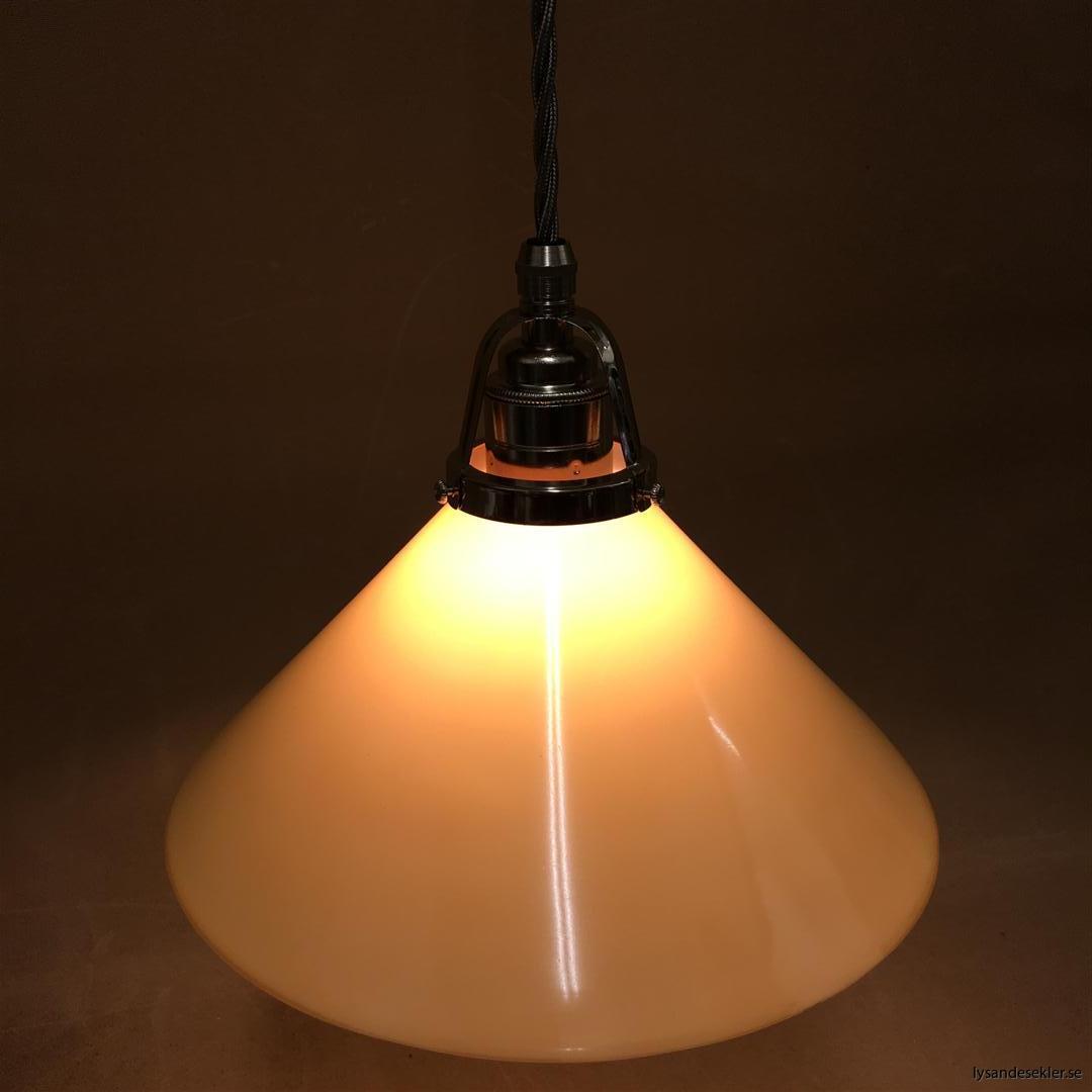 fönsterlampa i tygsladd nicklat fäste (148)