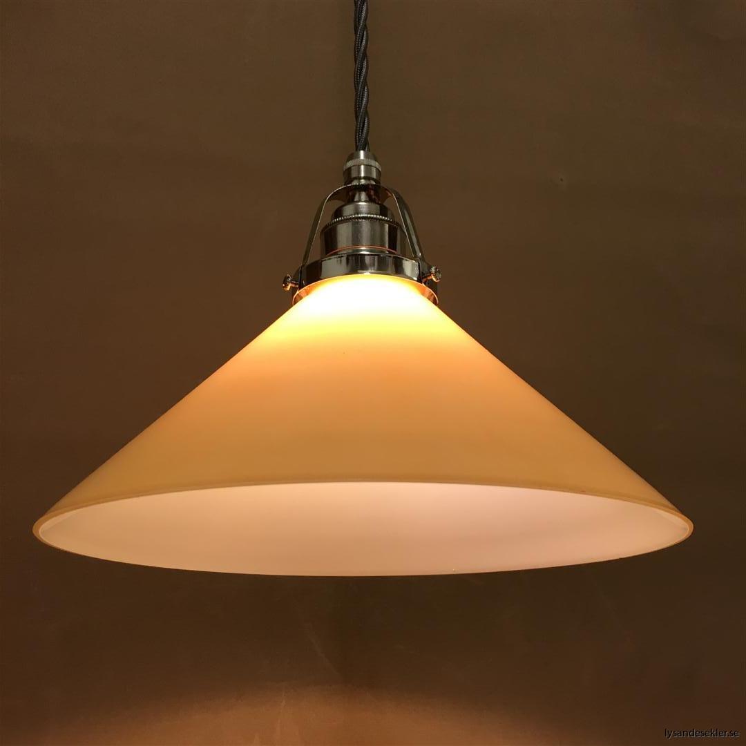fönsterlampa i tygsladd nicklat fäste (149)