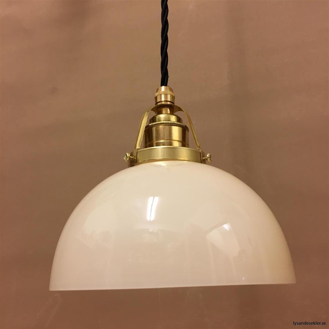 fönsterlampa i tygsladd mässing (55)