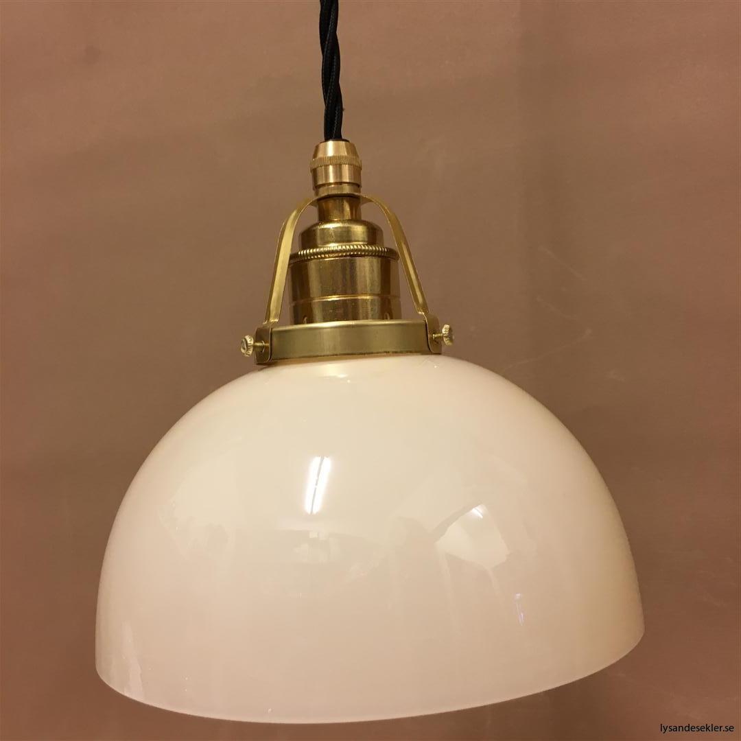 fönsterlampa i tygsladd mässing (54)