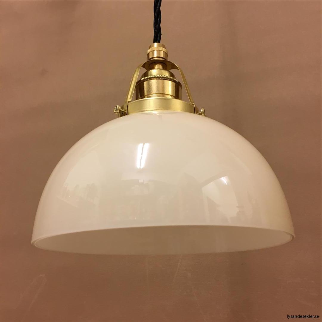 fönsterlampa i tygsladd mässing (56)
