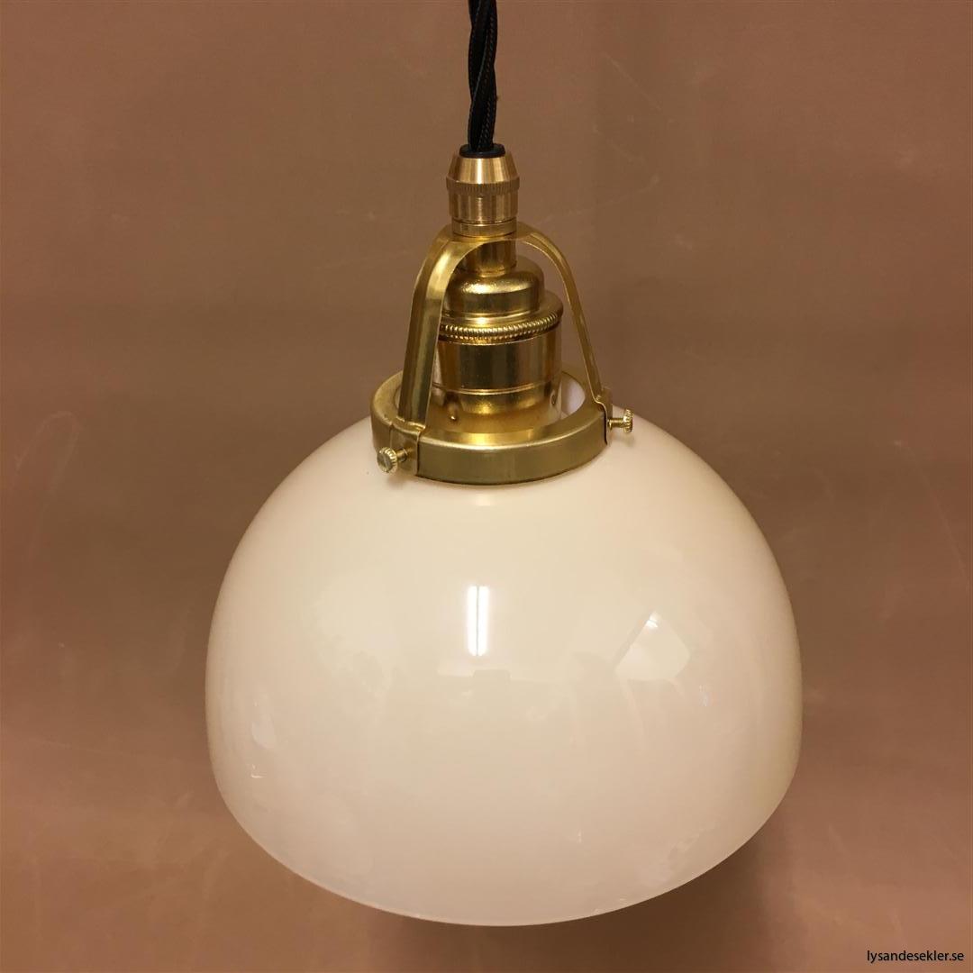 fönsterlampa i tygsladd mässing (57)