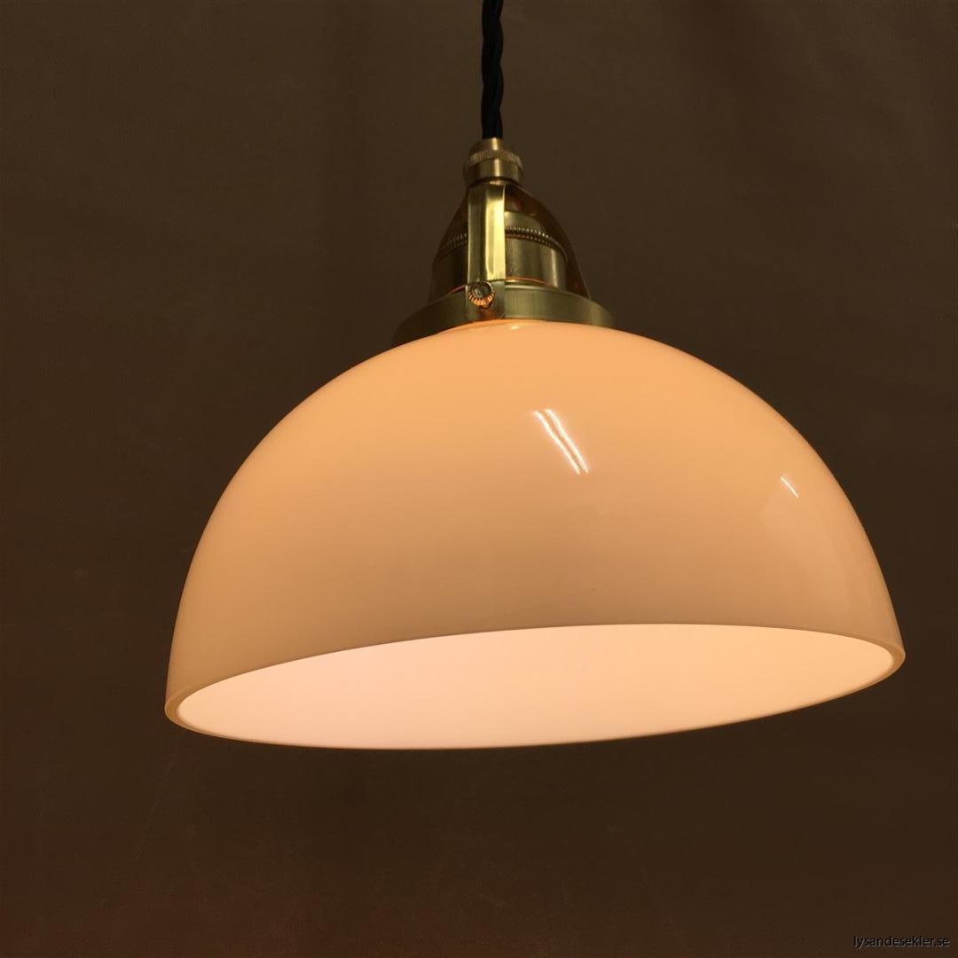 fönsterlampa i tygsladd mässing