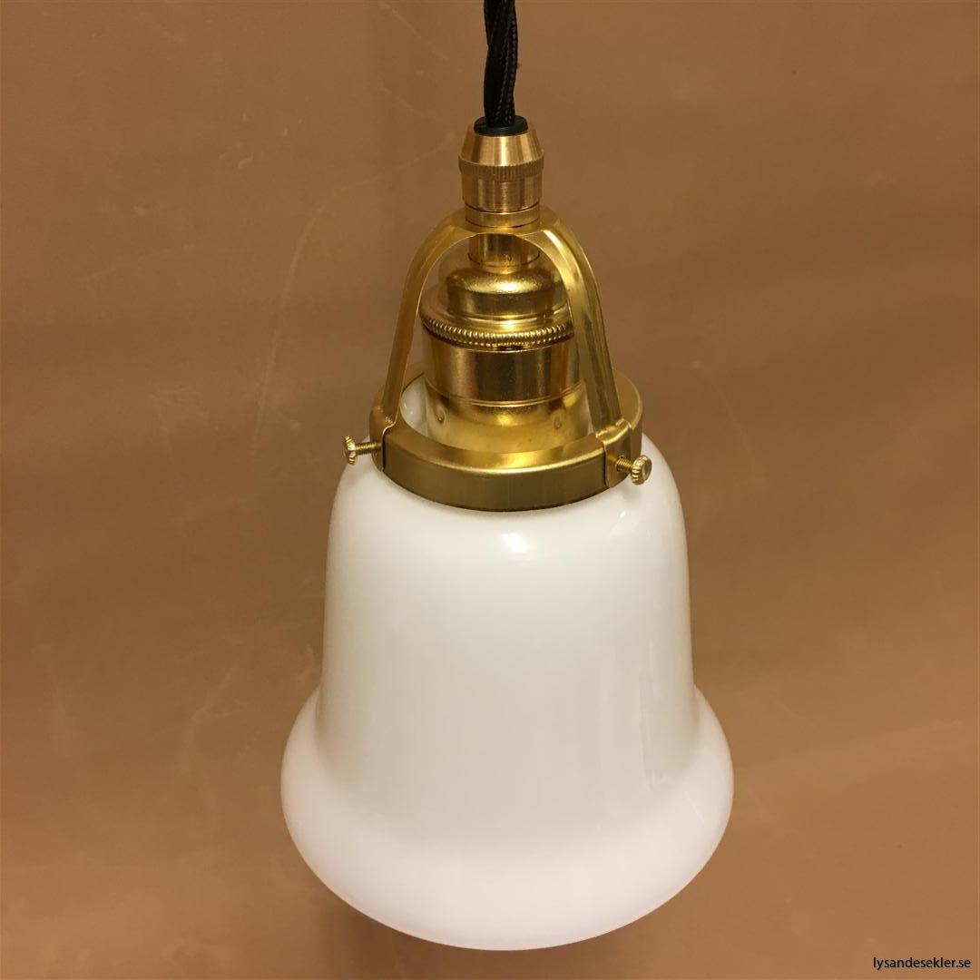 fönsterlampa med svart tygsladd och klofattning i mässing 60 mm fläns (43)