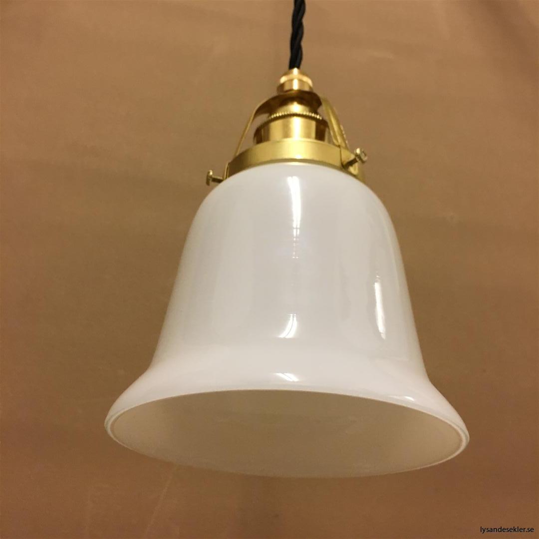 fönsterlampa med svart tygsladd och klofattning i mässing 60 mm fläns (44)