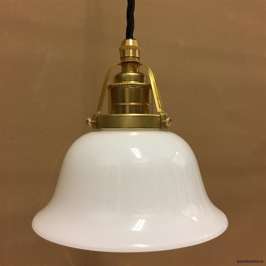 fönsterlampa med svart tygsladd och klofattning i mässing 60 mm fläns (49)