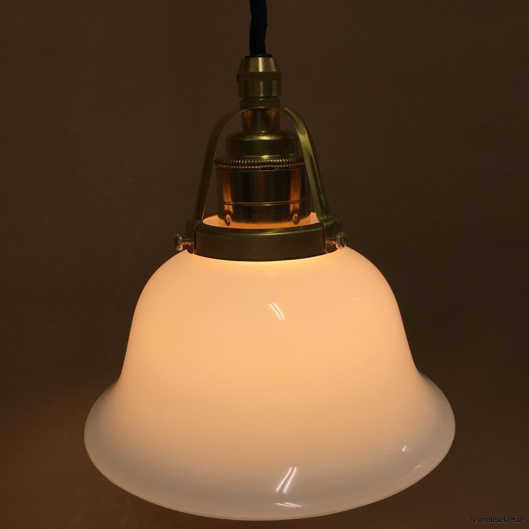 fönsterlampa med svart tygsladd och klofattning i mässing 60 mm fläns (54)