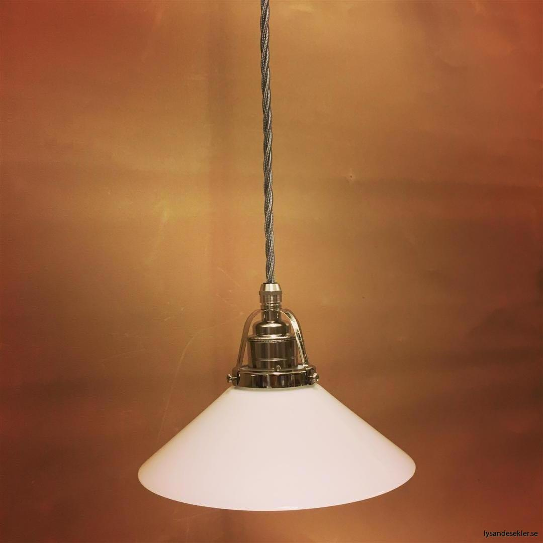 fönsterlampa i tygsladd nicklat fäste (119)