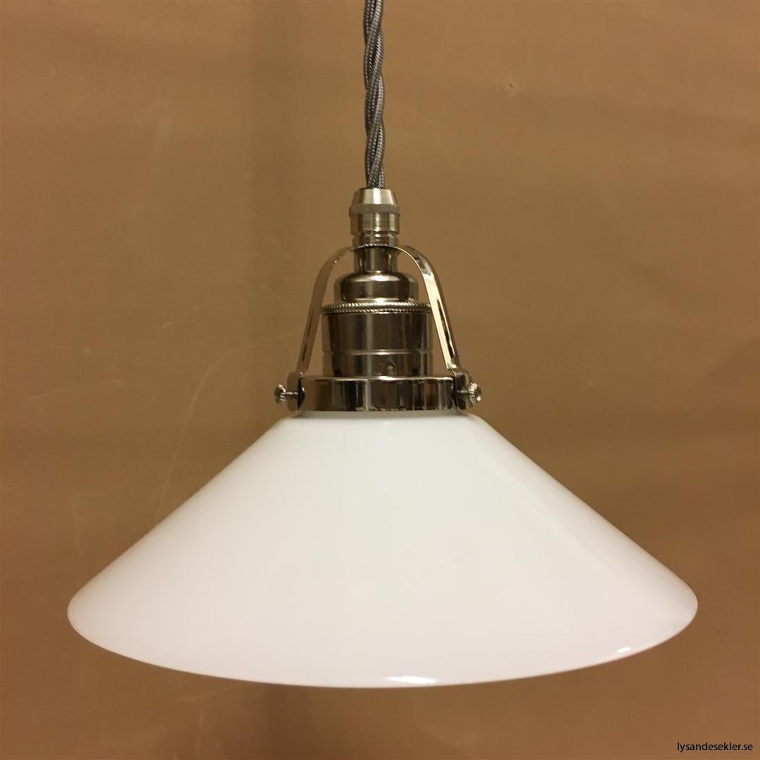 fönsterlampa i tygsladd nicklat fäste (120)