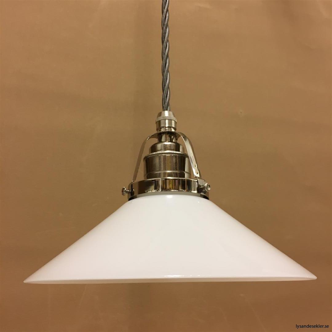 fönsterlampa i tygsladd nicklat fäste (123)