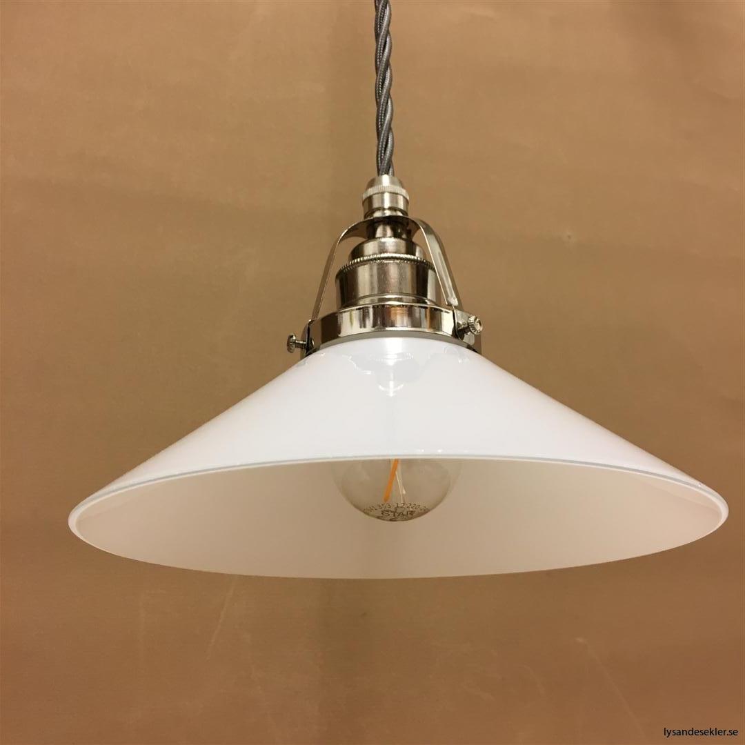 fönsterlampa i tygsladd nicklat fäste (124)