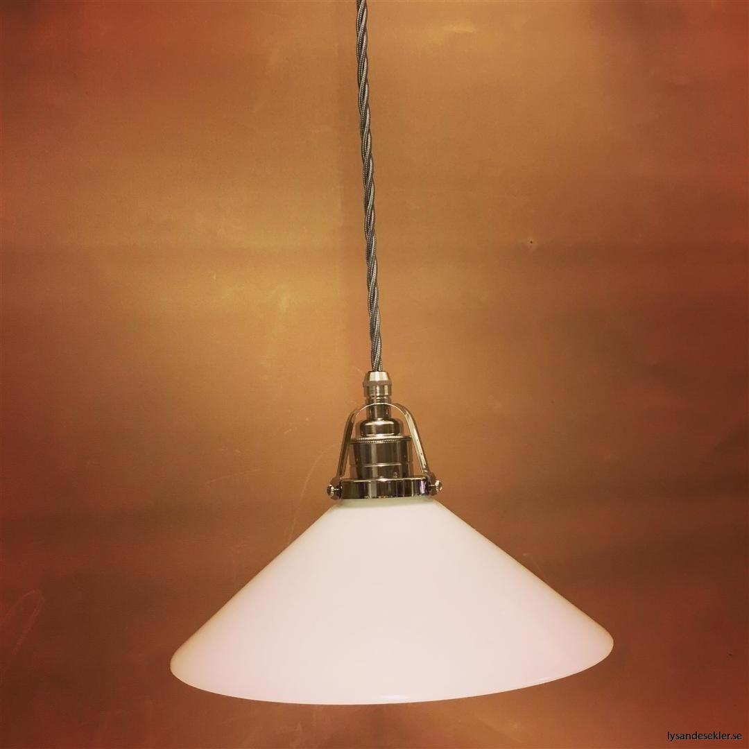 fönsterlampa i tygsladd nicklat fäste (130)