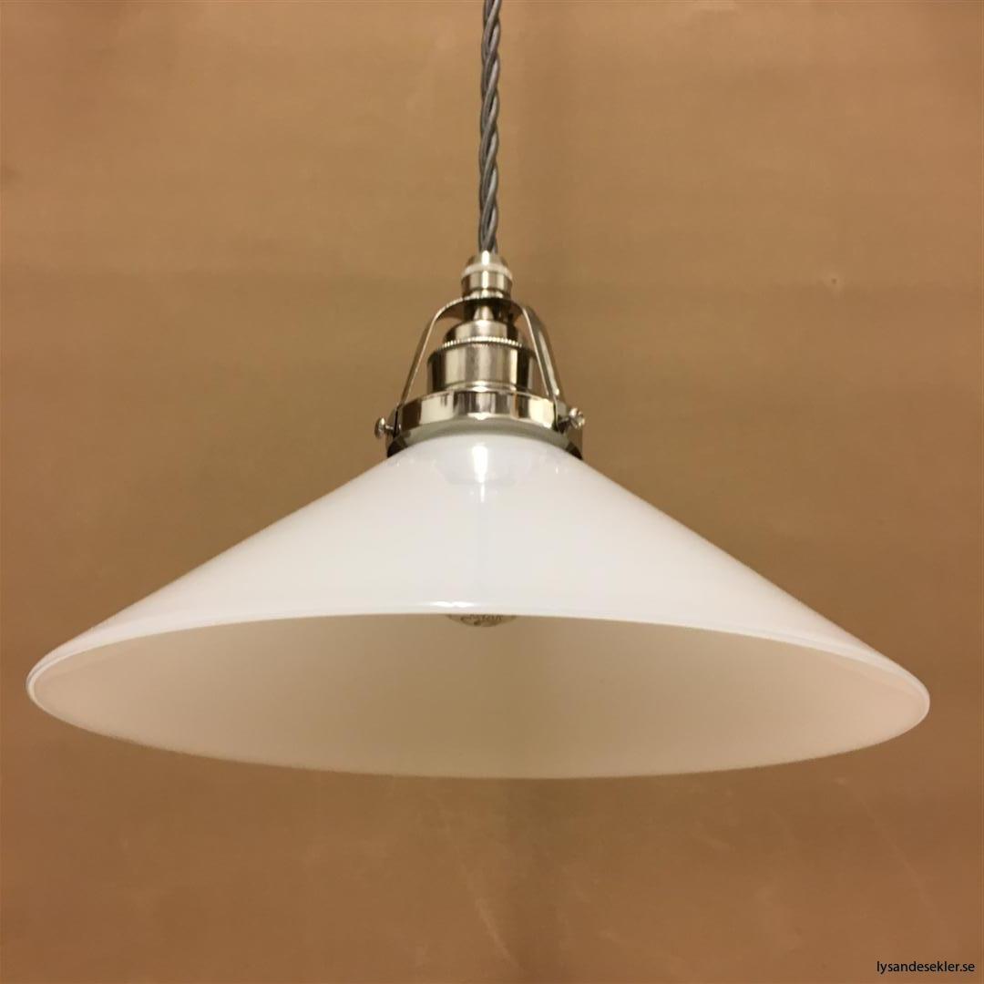 fönsterlampa i tygsladd nicklat fäste (136)