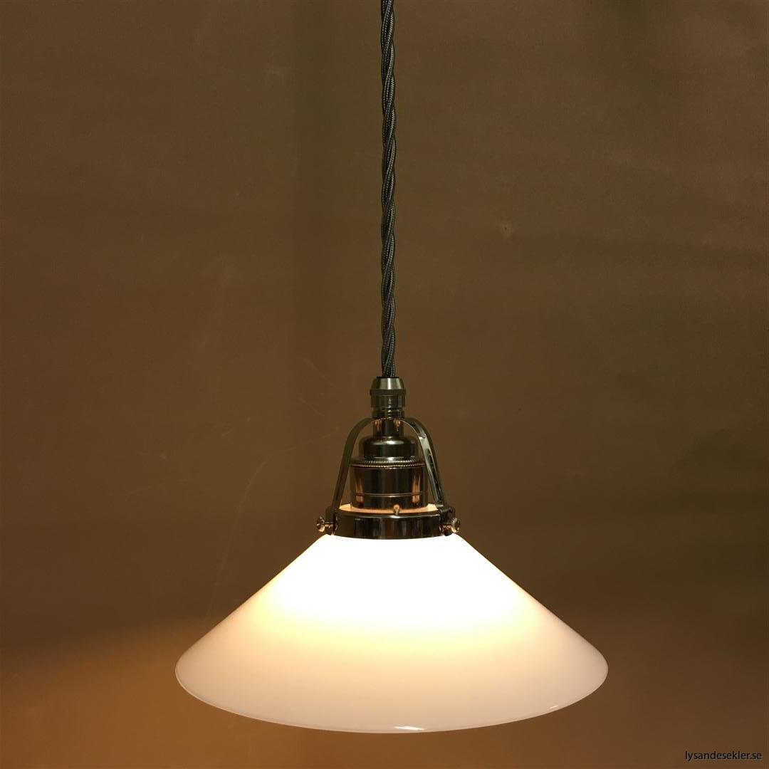 fönsterlampa i tygsladd nicklat fäste (127)