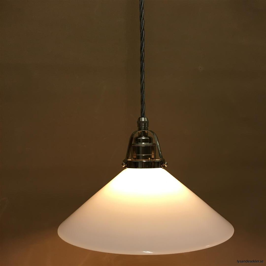 fönsterlampa i tygsladd nicklat fäste (137)