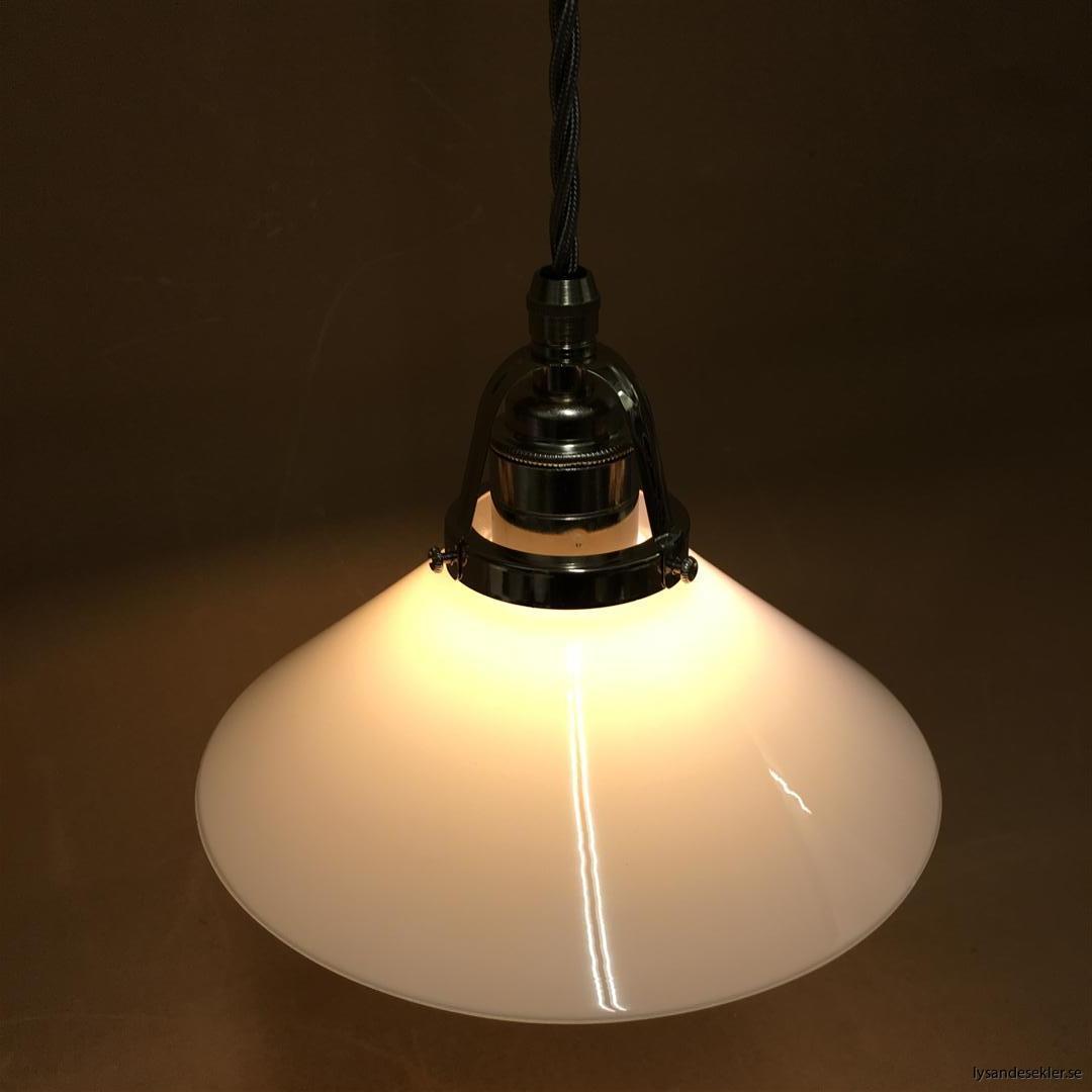 fönsterlampa i tygsladd nicklat fäste (128)