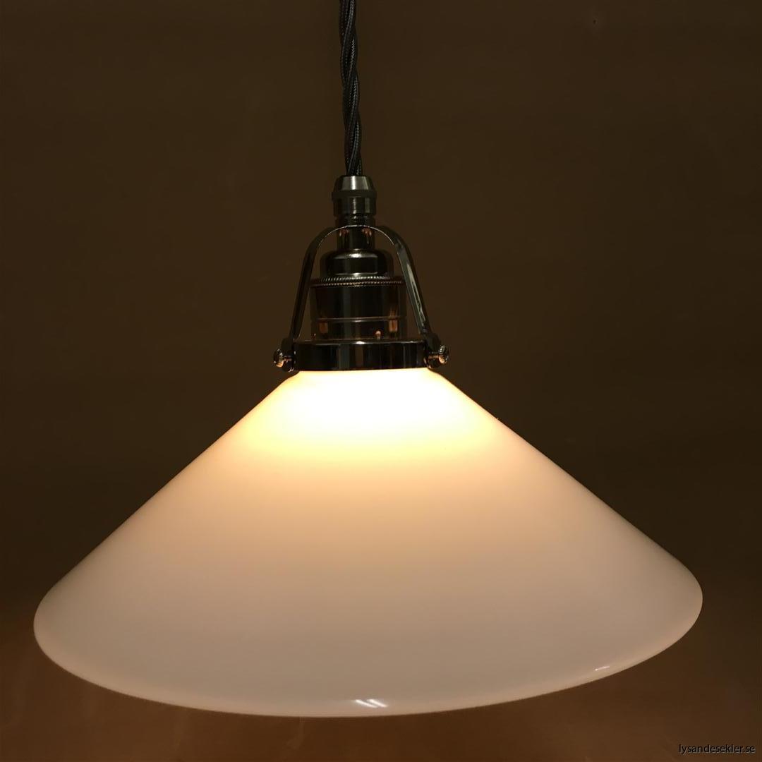 fönsterlampa i tygsladd nicklat fäste (138)