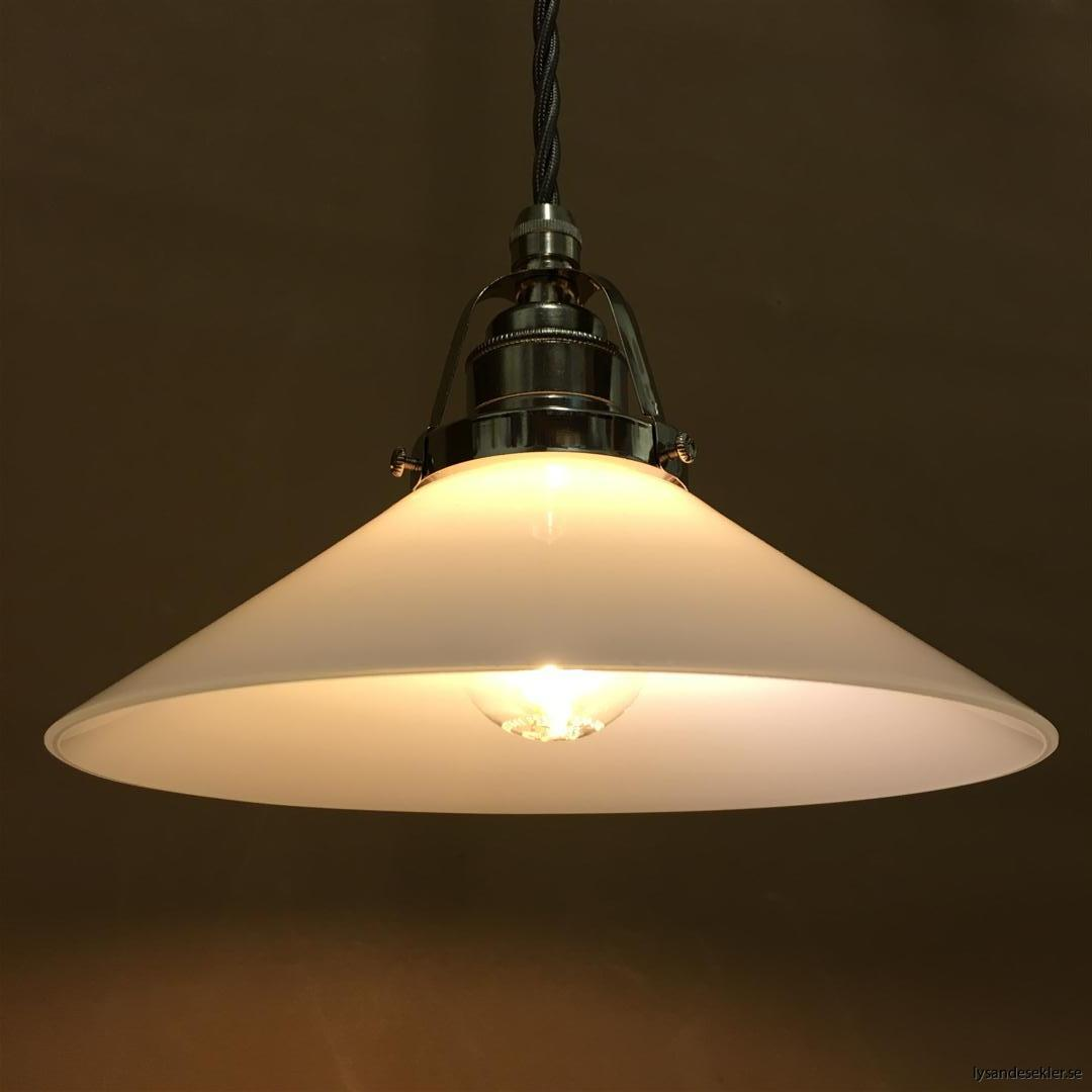fönsterlampa i tygsladd nicklat fäste (129)