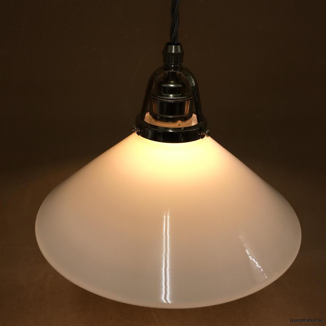 fönsterlampa i tygsladd nicklat fäste (139)