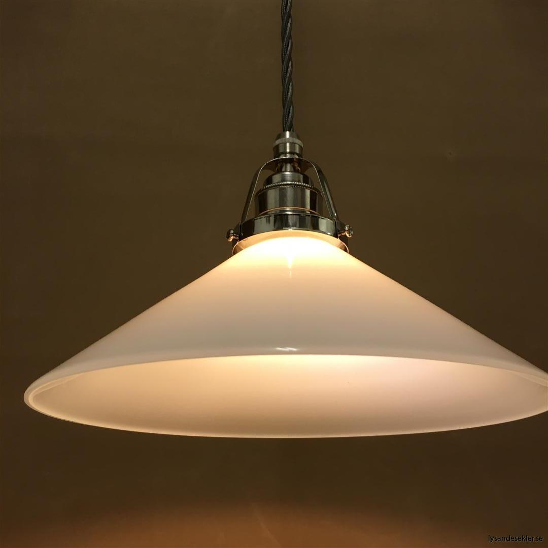 fönsterlampa i tygsladd nicklat fäste (140)