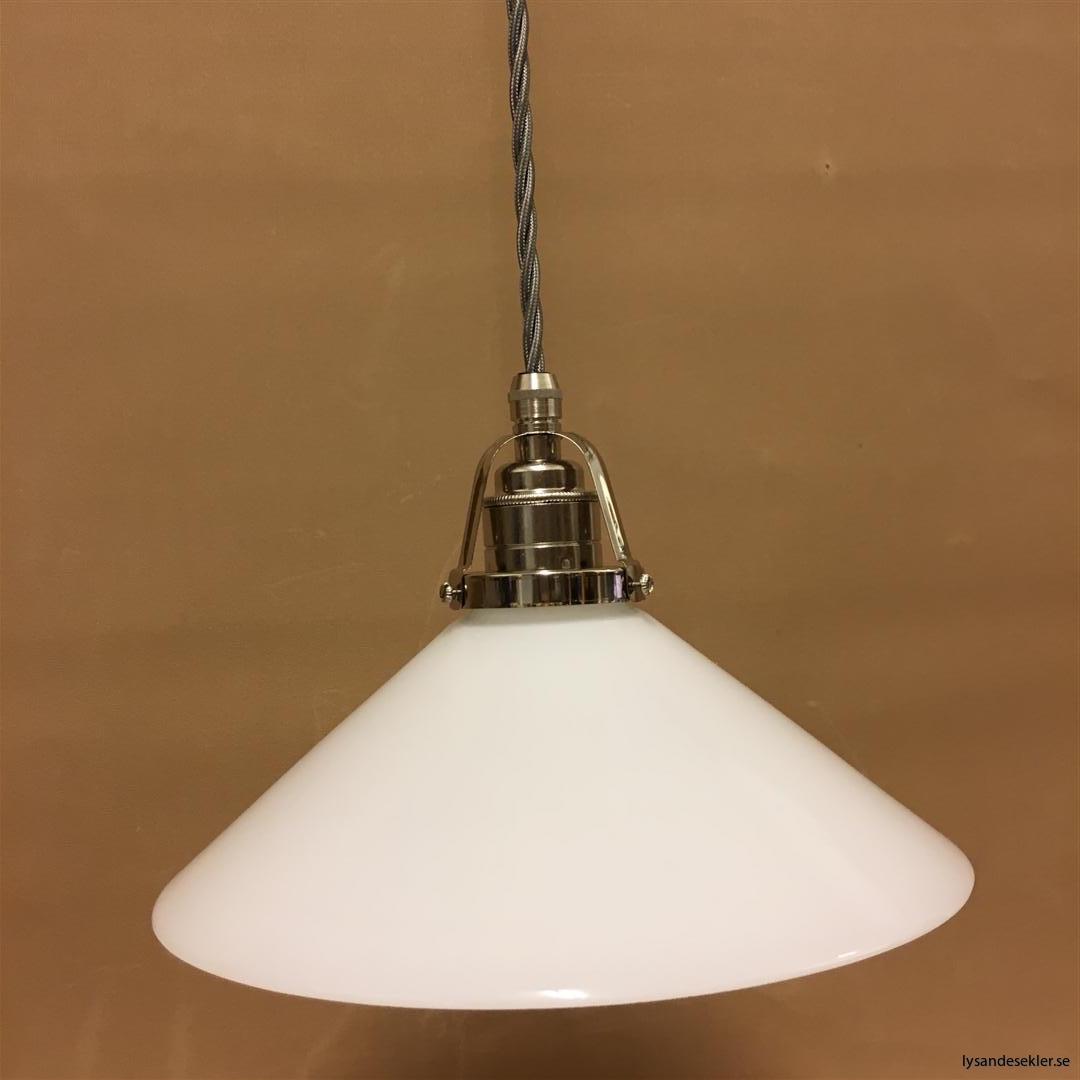 fönsterlampa i tygsladd nicklat fäste (131)