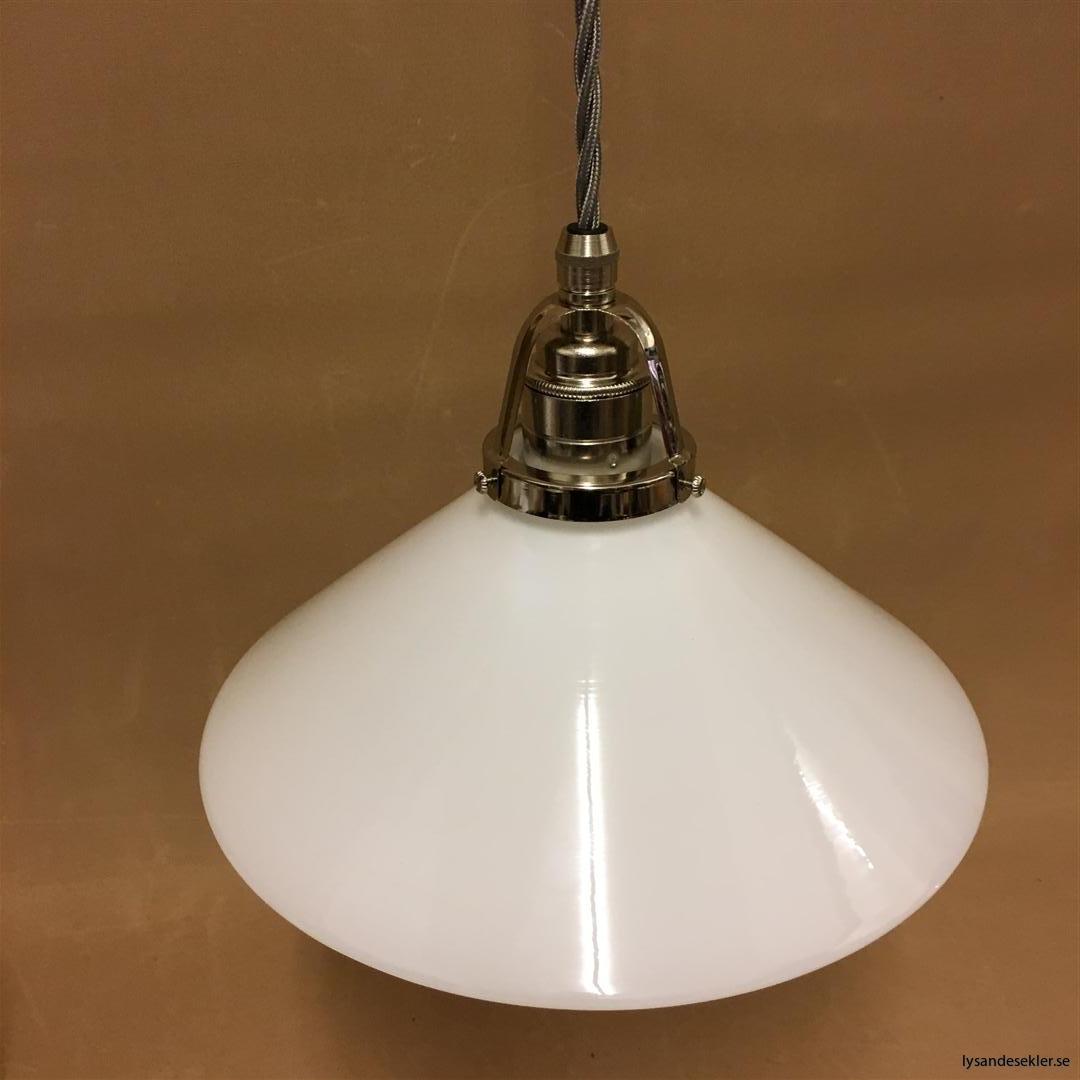 fönsterlampa i tygsladd nicklat fäste (132)