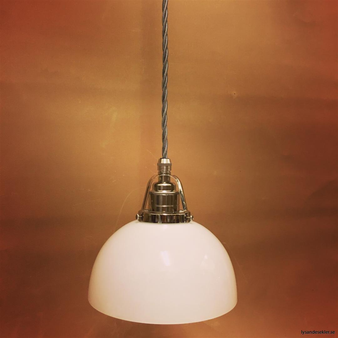 fönsterlampa i tygsladd nicklat fäste (100)