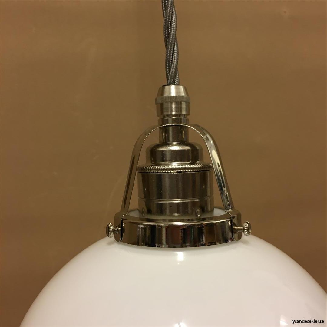 fönsterlampa i tygsladd nicklat fäste (104)