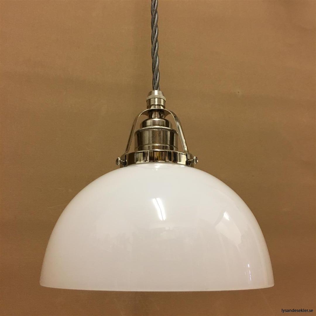 fönsterlampa i tygsladd nicklat fäste (102)