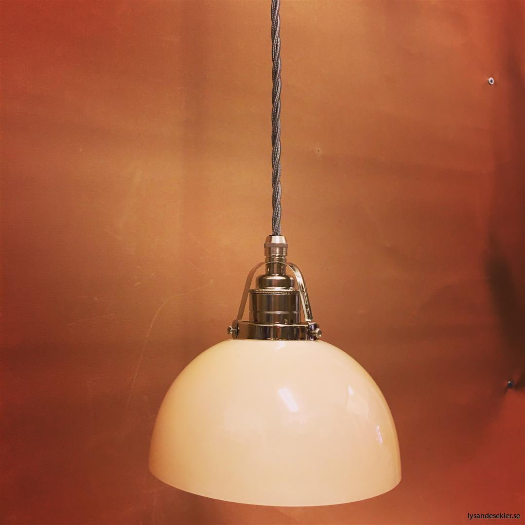 fönsterlampa i tygsladd nicklat fäste (153)
