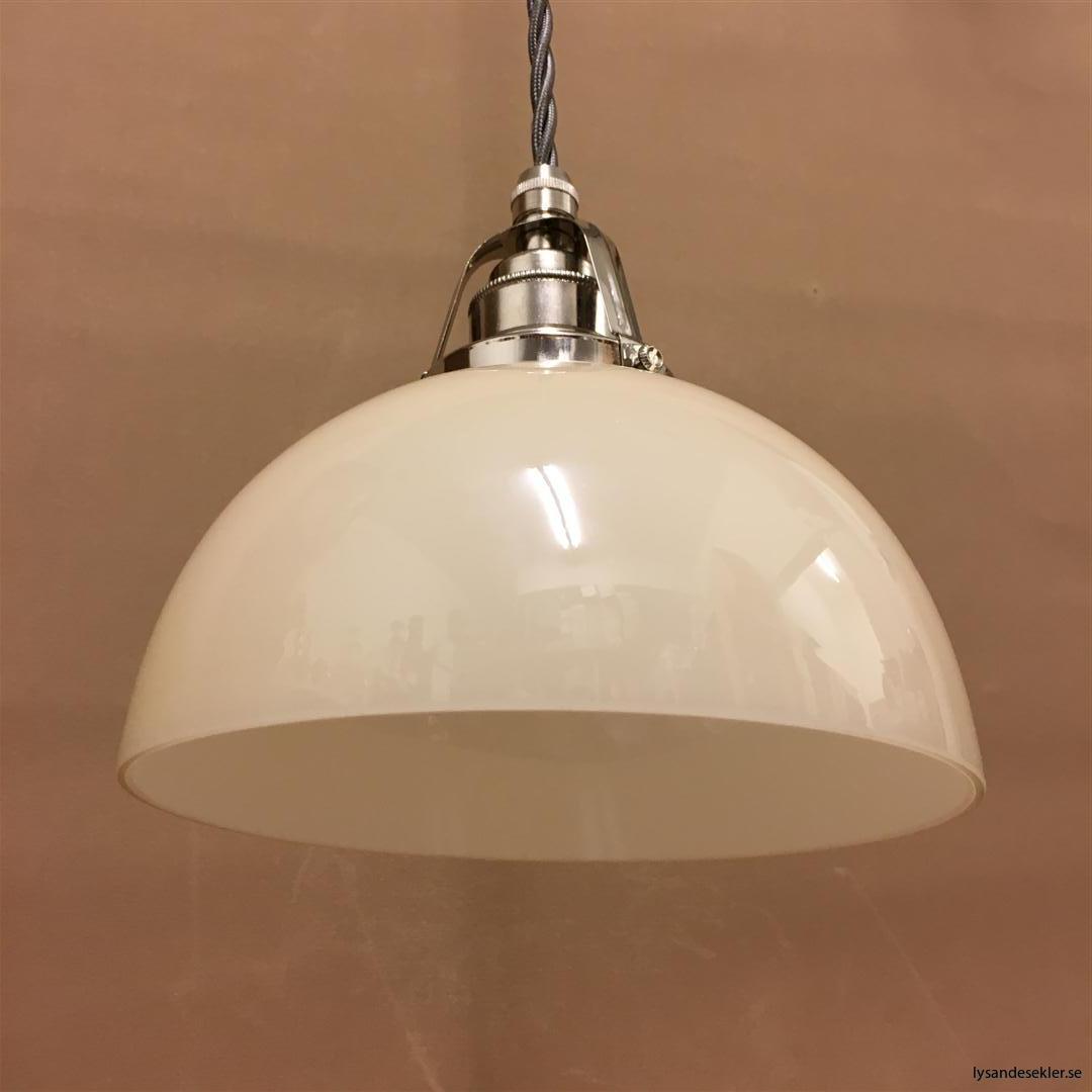 fönsterlampa i tygsladd nicklat fäste (158)