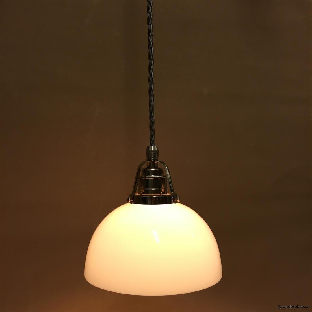 fönsterlampa i tygsladd nicklat fäste (106)