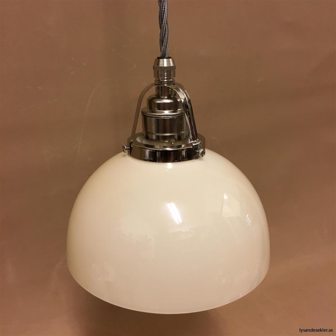 fönsterlampa i tygsladd nicklat fäste (154)