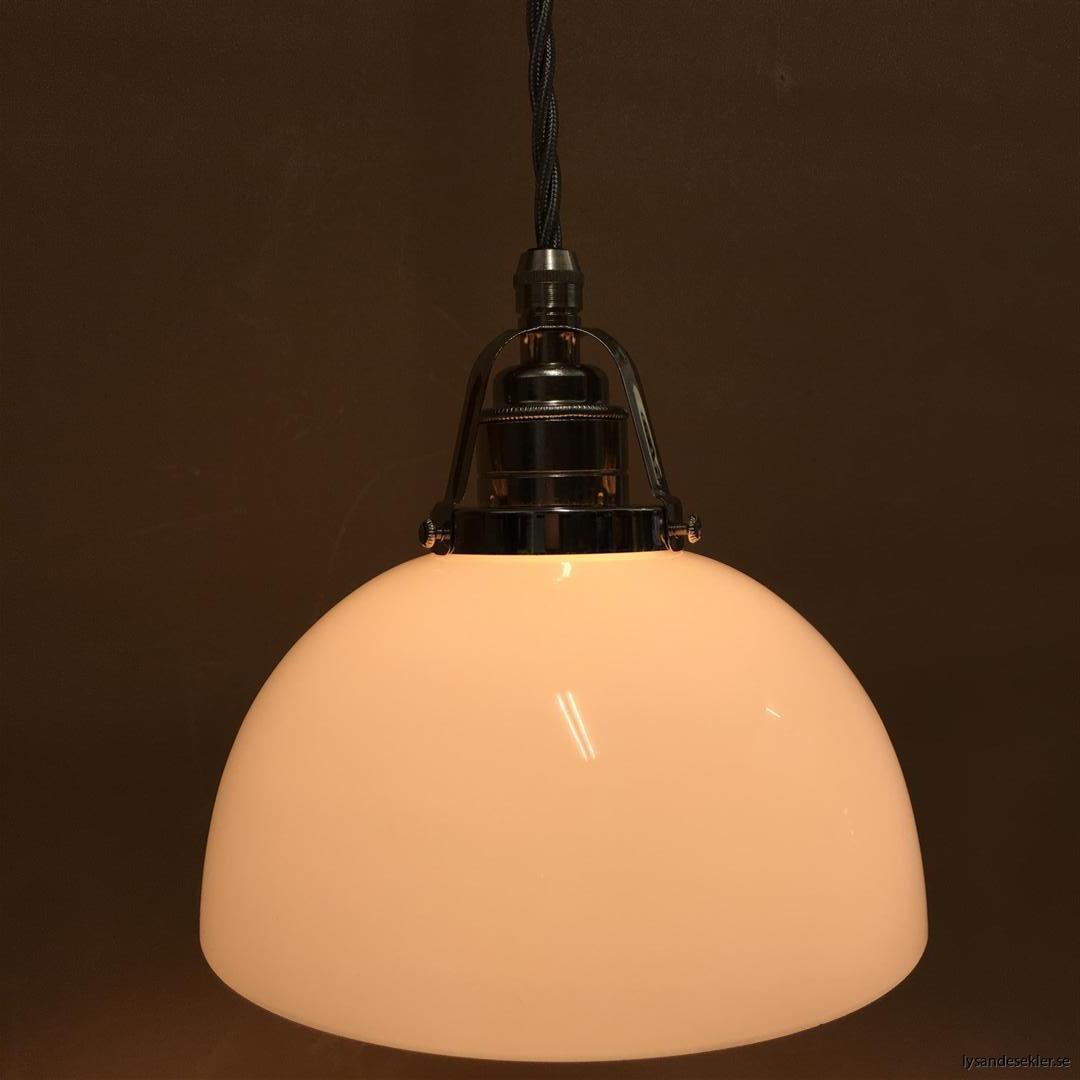 fönsterlampa i tygsladd nicklat fäste (107)