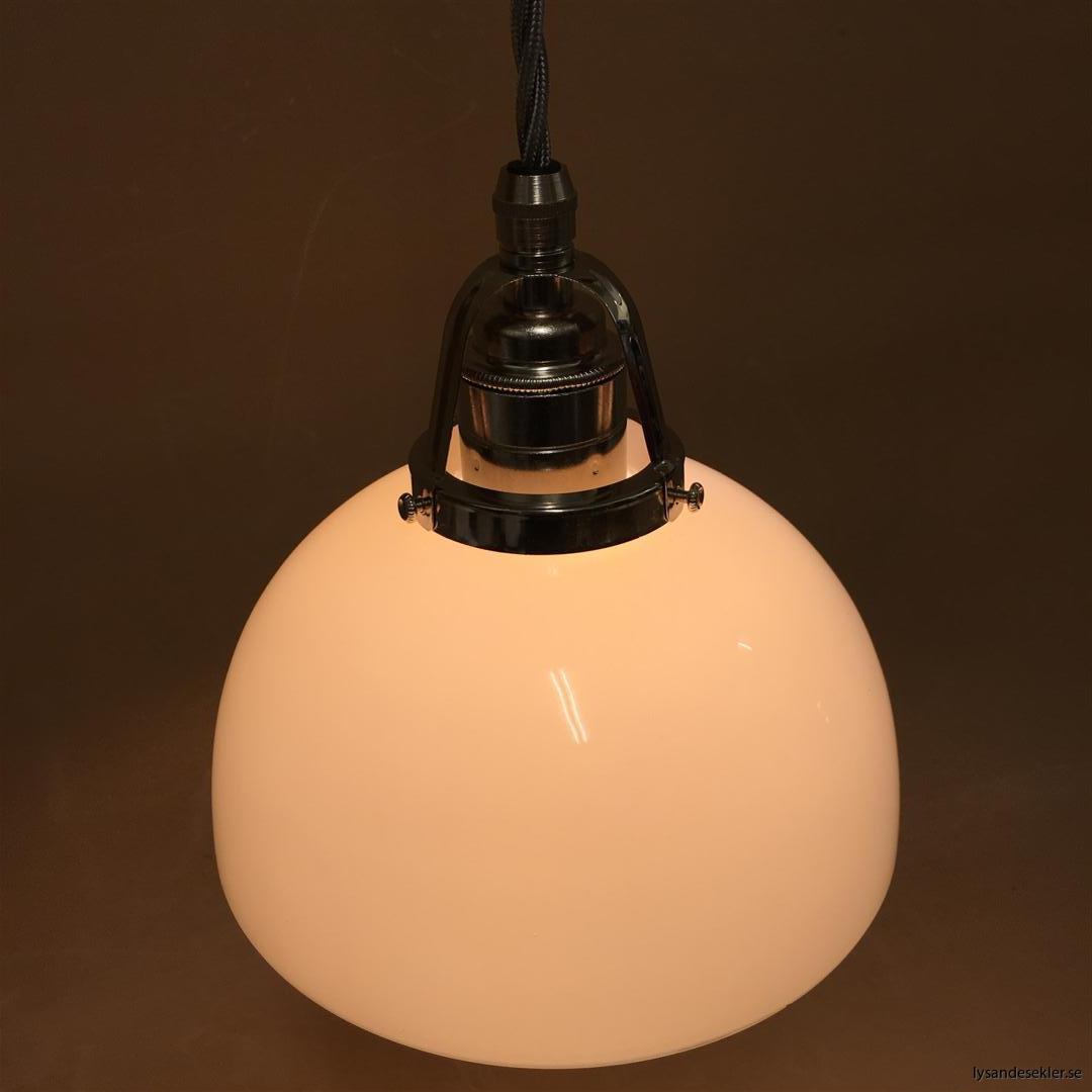 fönsterlampa i tygsladd nicklat fäste (108)