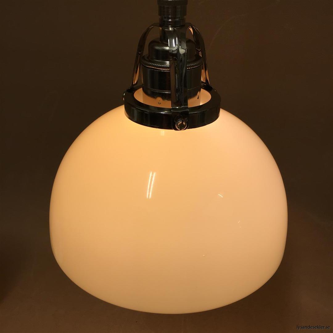 fönsterlampa i tygsladd nicklat fäste (160)