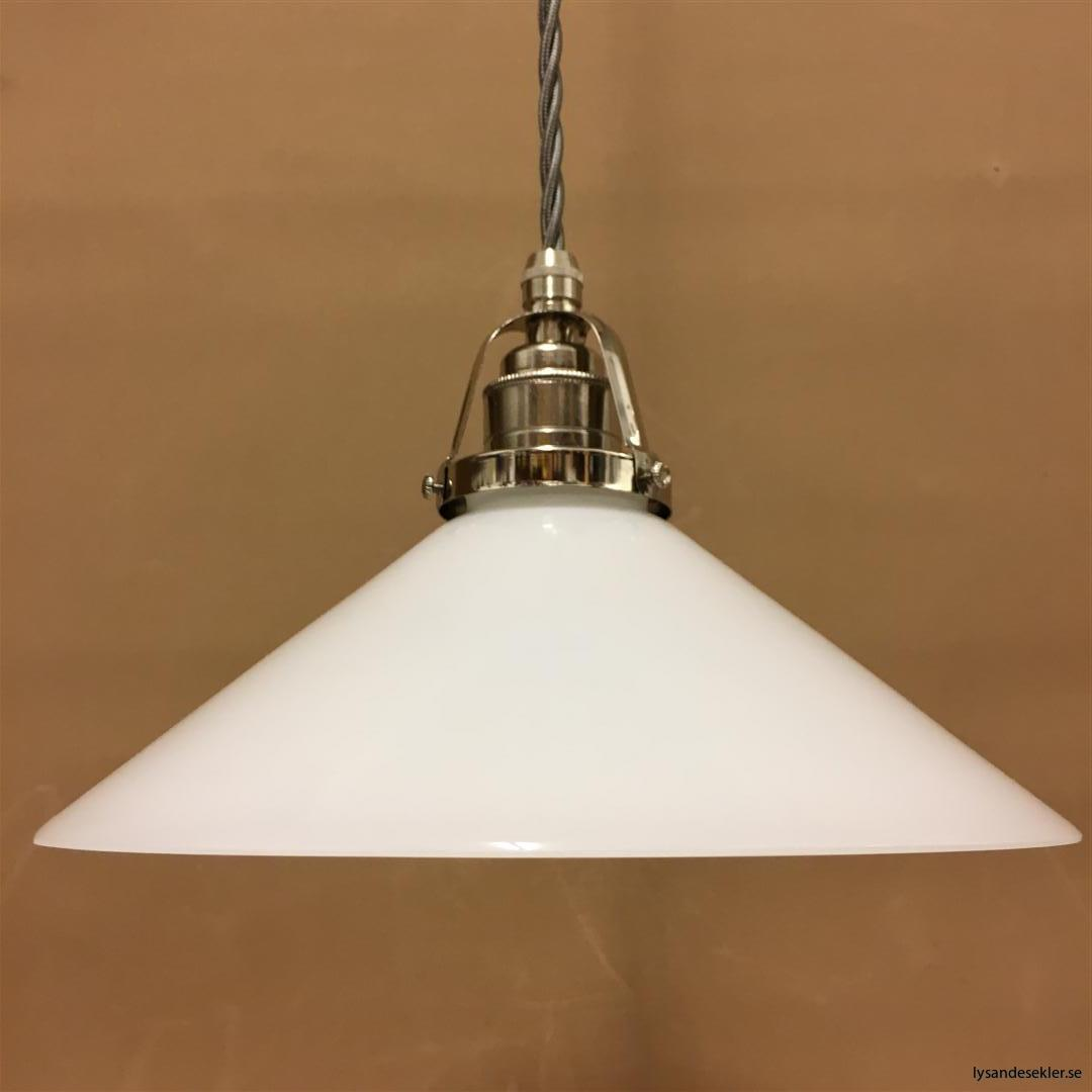 fönsterlampa i tygsladd nicklat fäste (135)