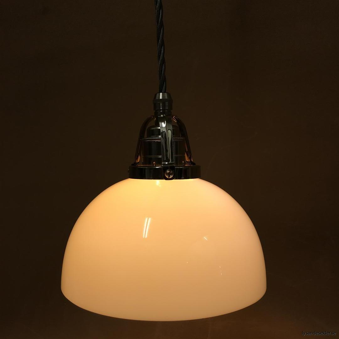 fönsterlampa i tygsladd nicklat fäste (159)